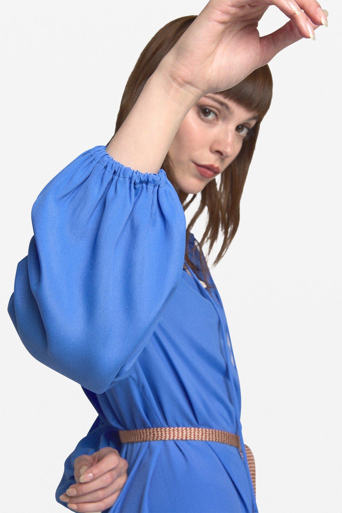 Mini dress with neckline with drawstring