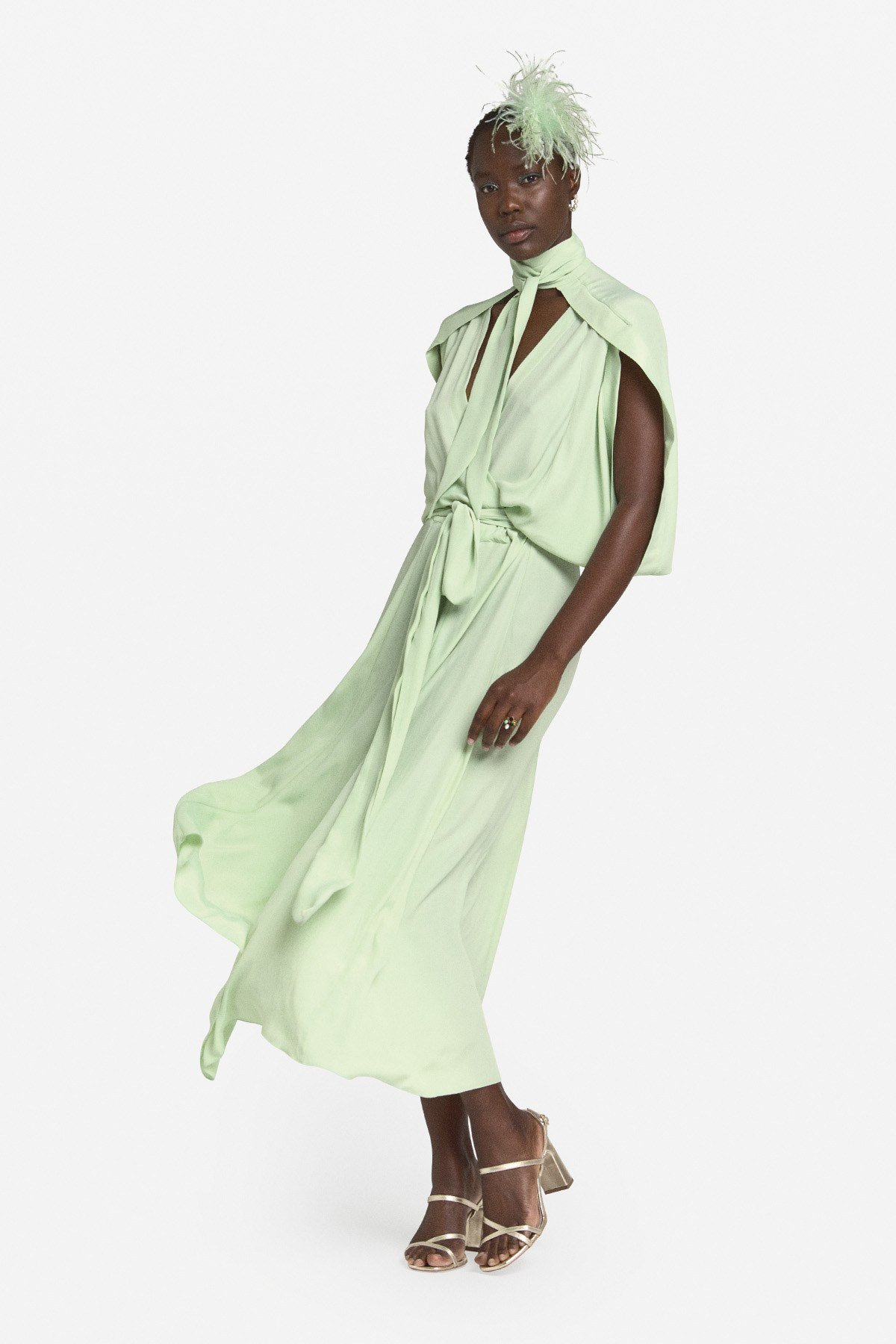 Fluid long dress with sash