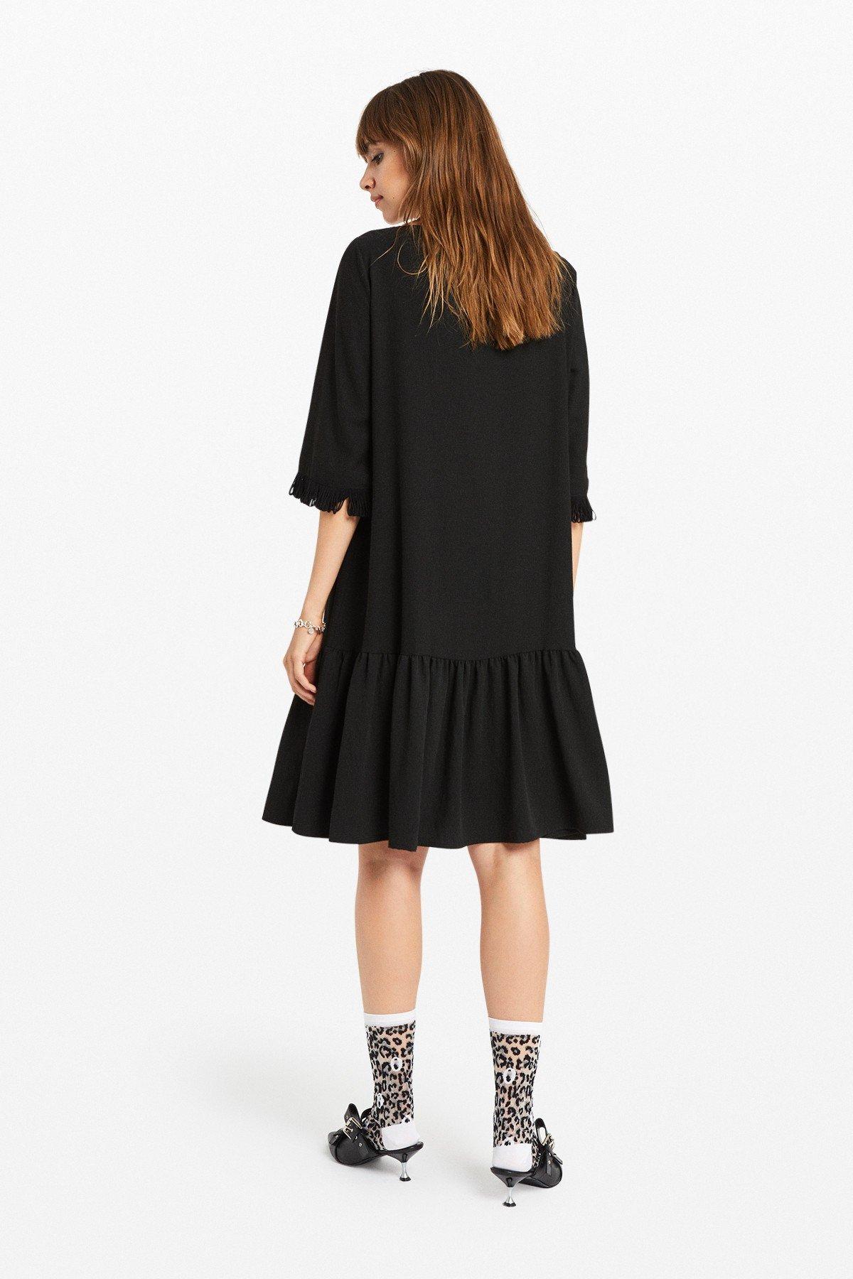 Midi dress with ruffle at the bottom
