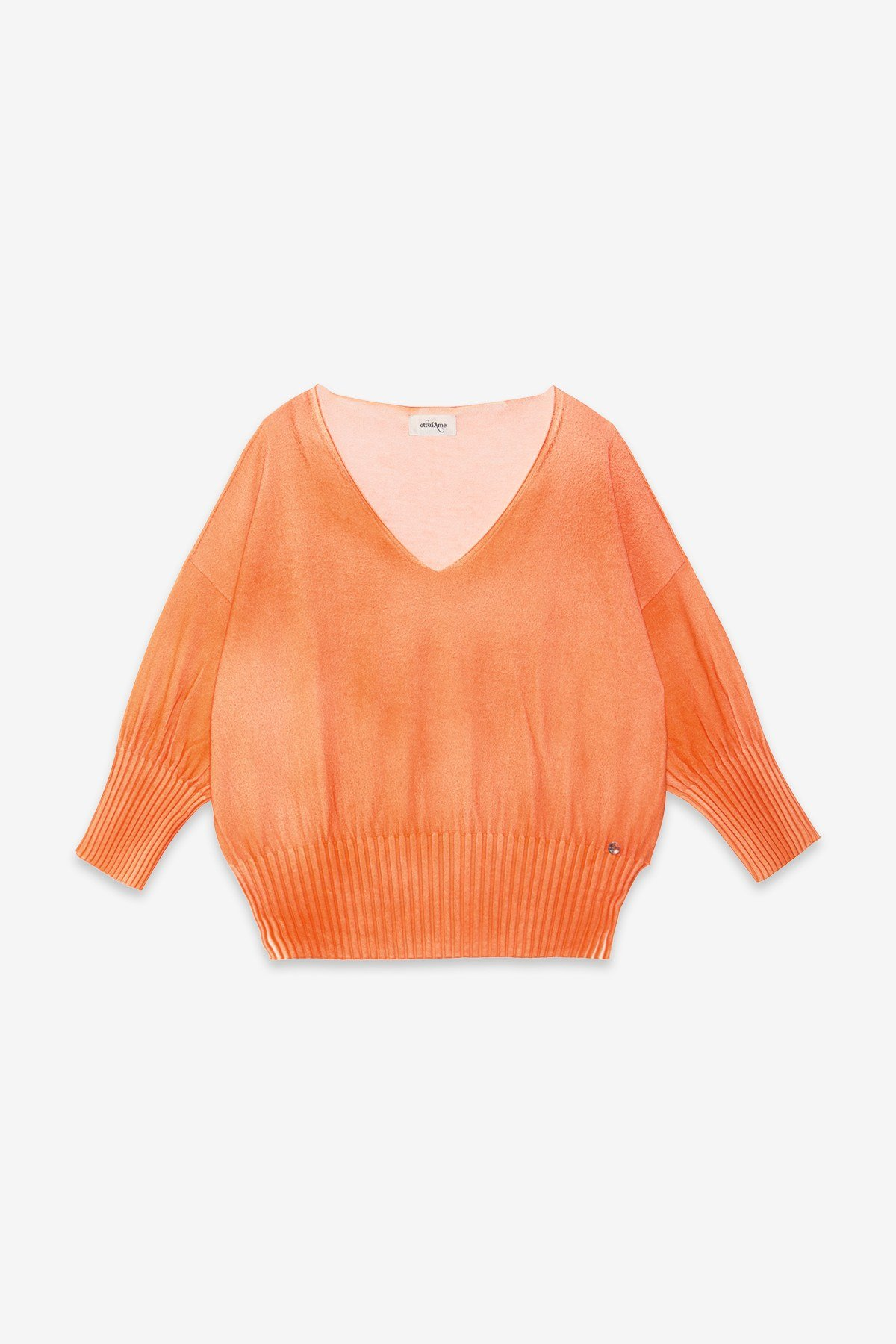 Jumper with elastic band at the bottom
