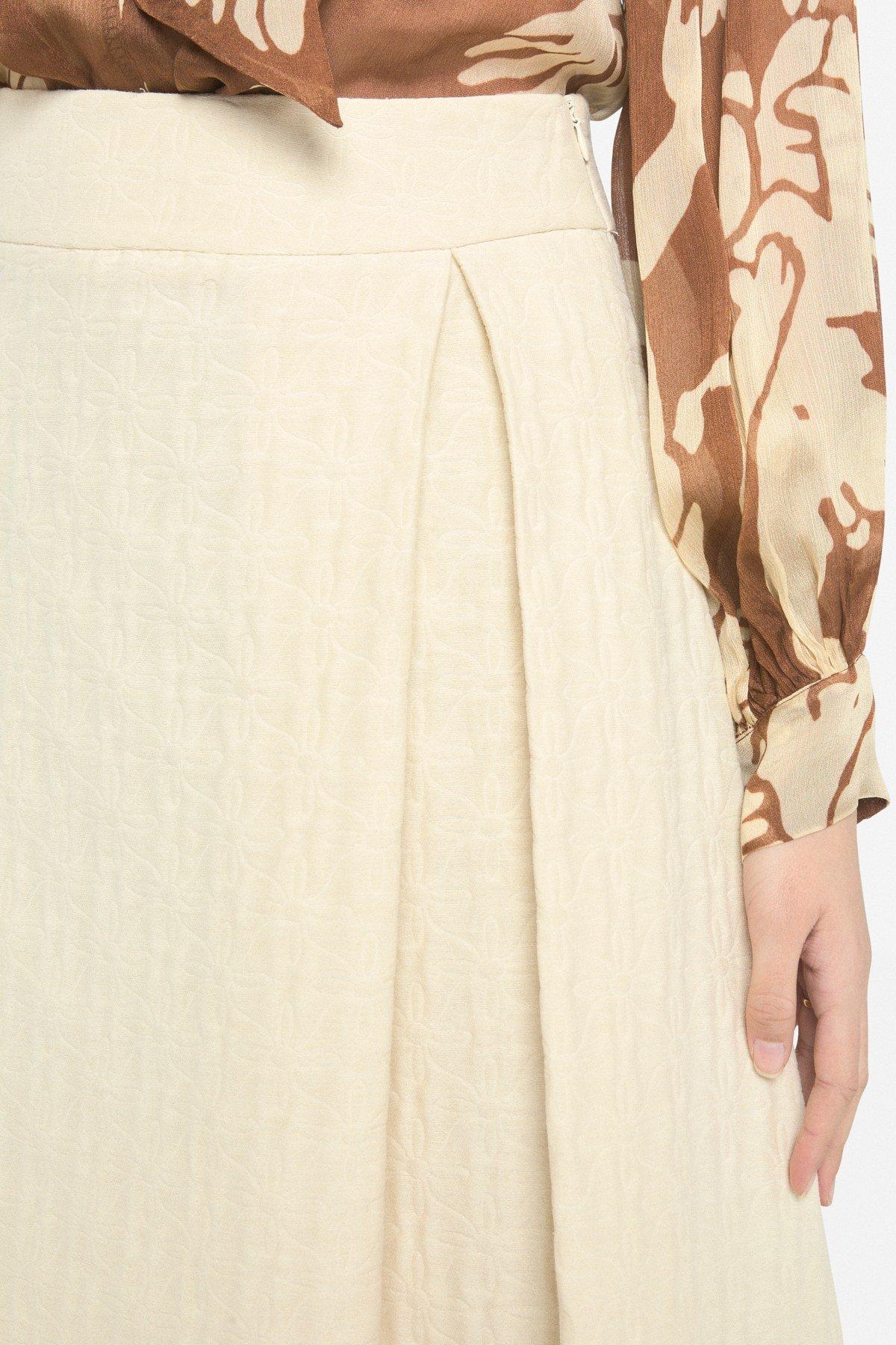 Midi skirt with pleat