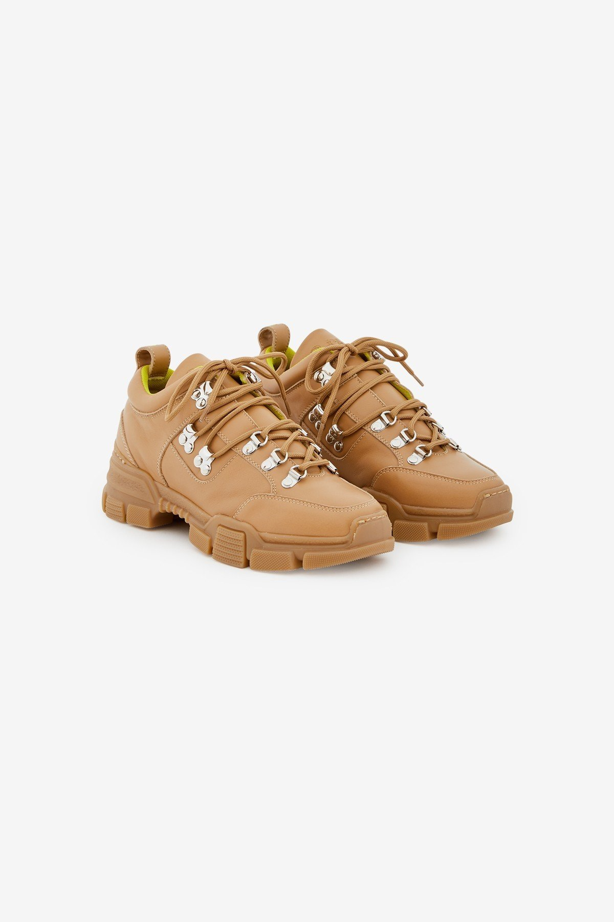 Leather trekking shoes