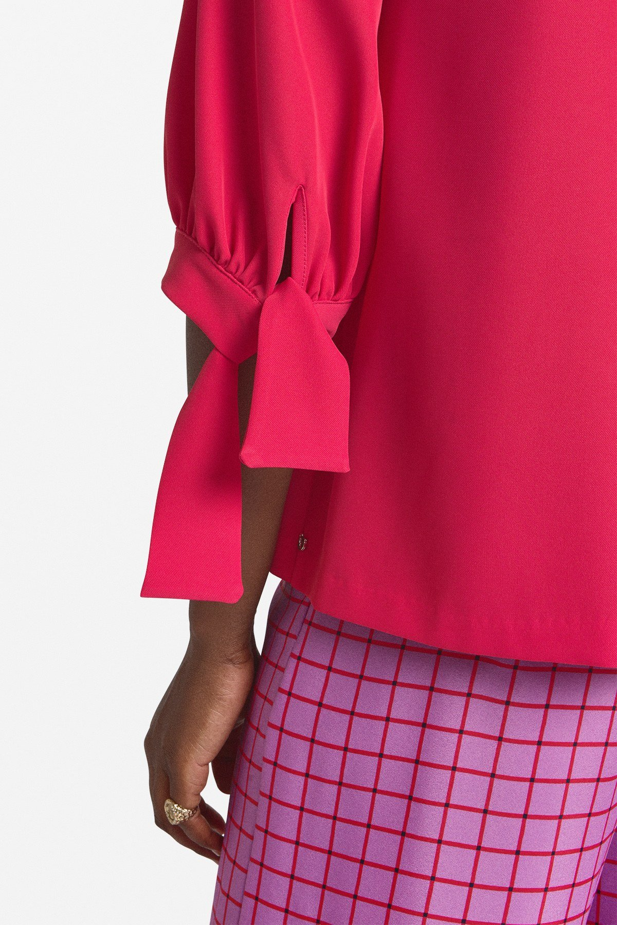 Blouse with ribbon on the sleeves