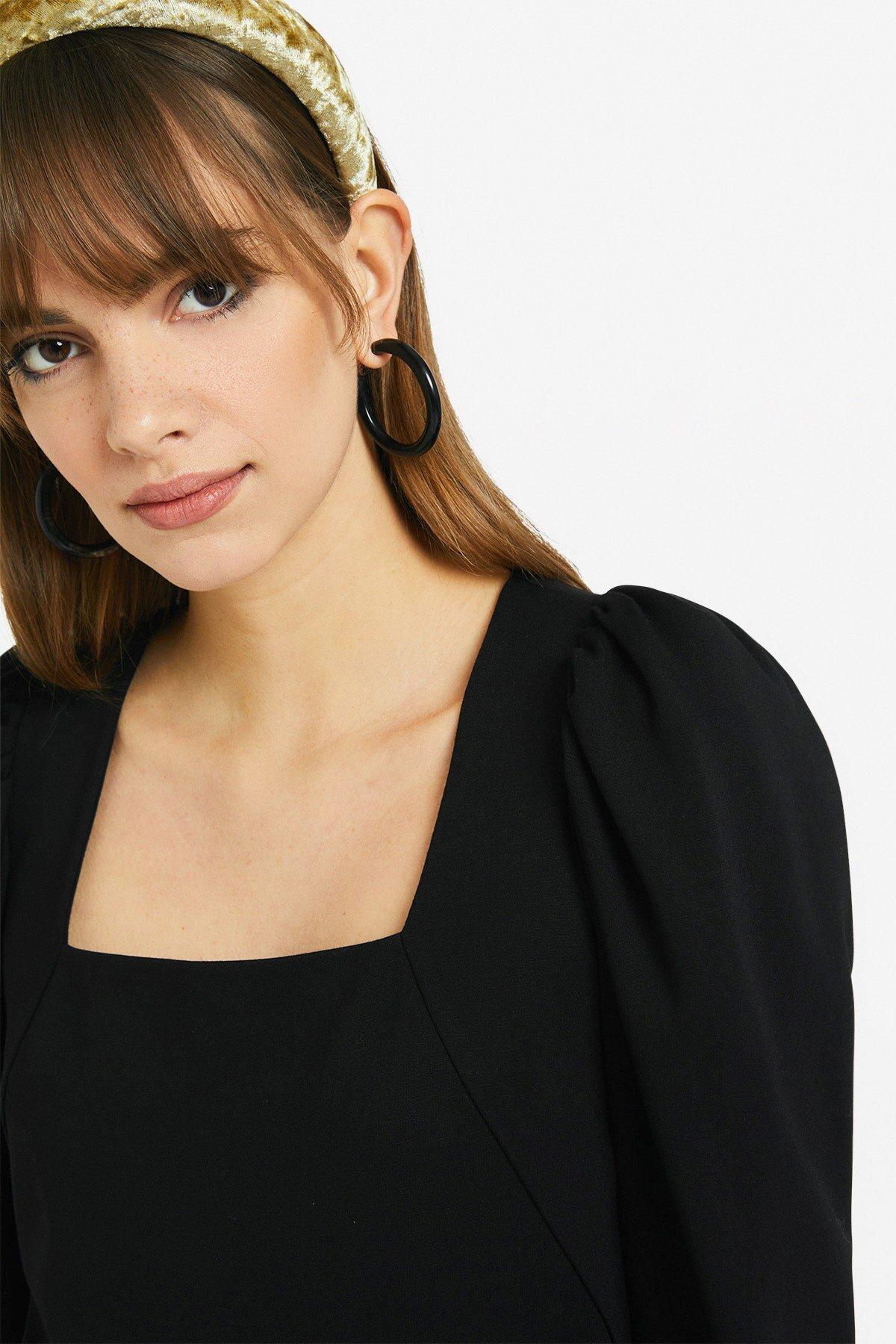 Mini dress with squared neckline