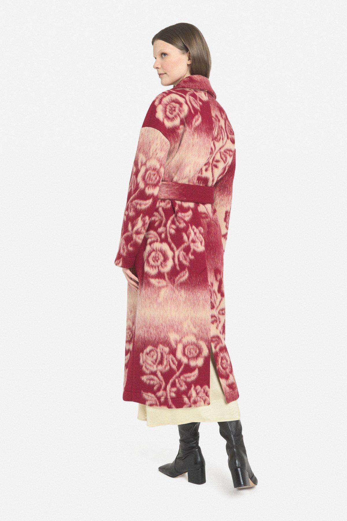 Coat with sash