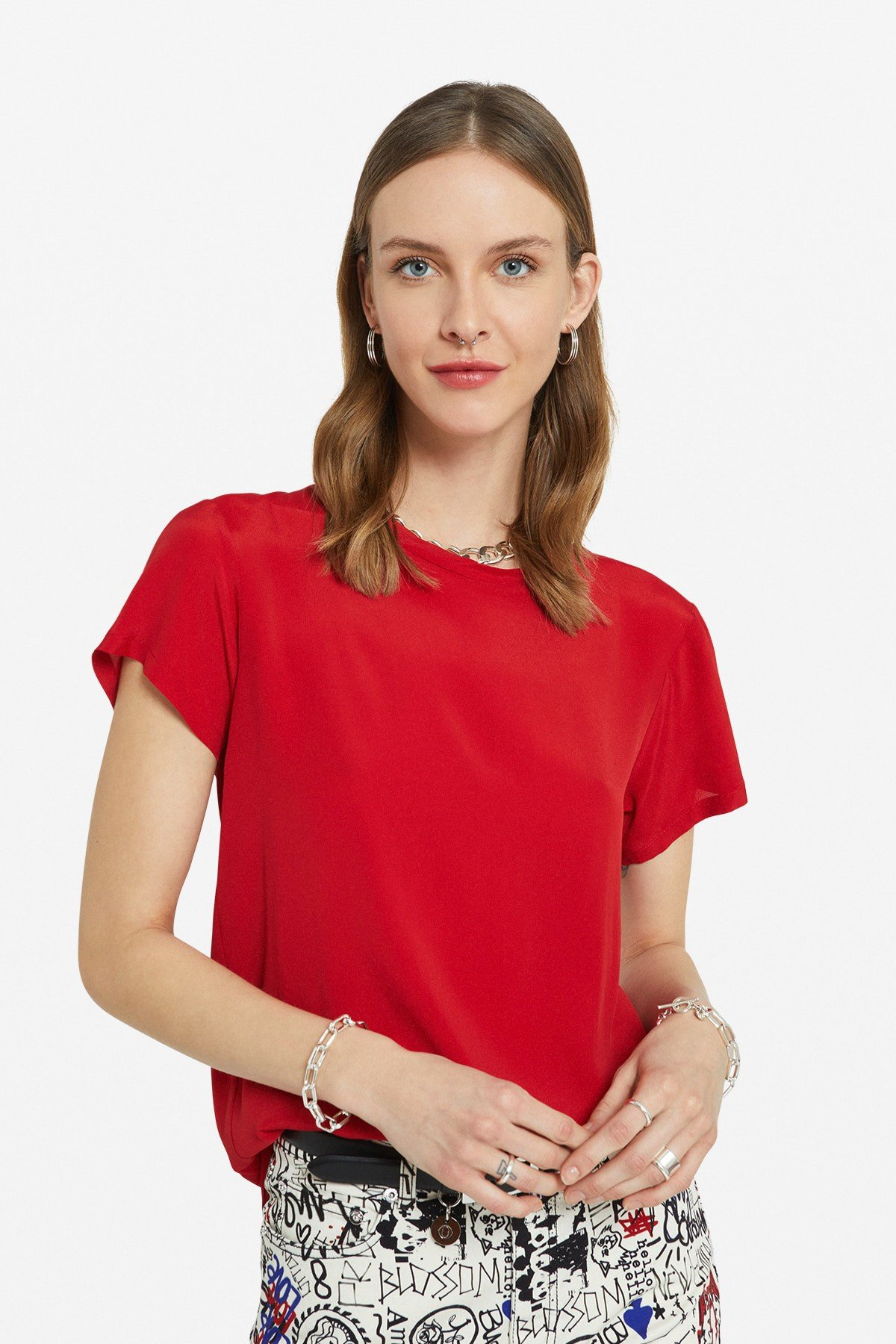 T-shirt with asymmetric bottom