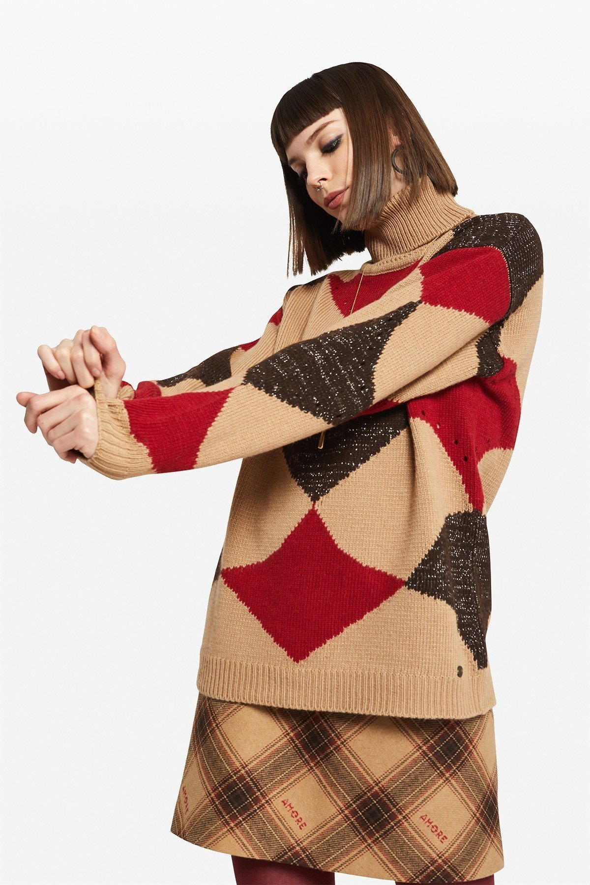 Polo-necked pullover with rhombuses