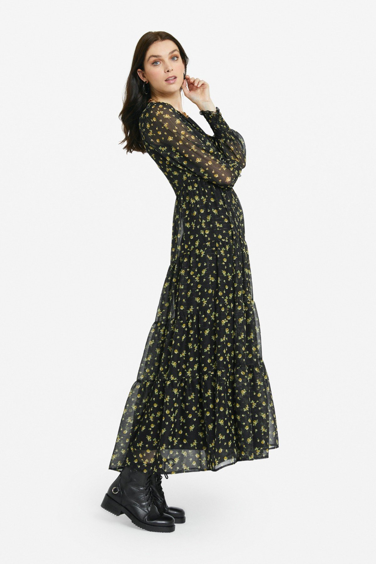 Patterned long dress with ruffles