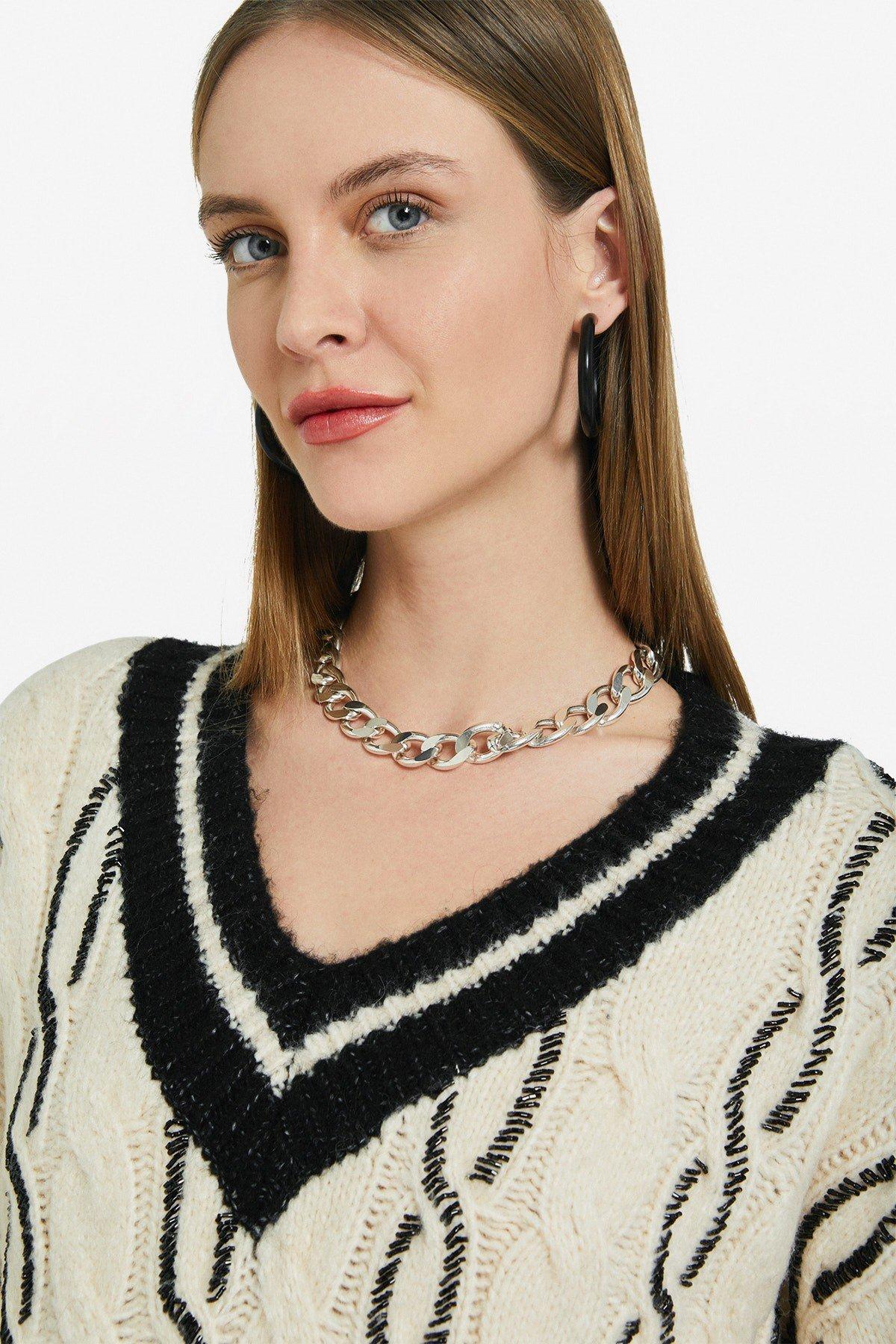 Processed jumper with V neckline
