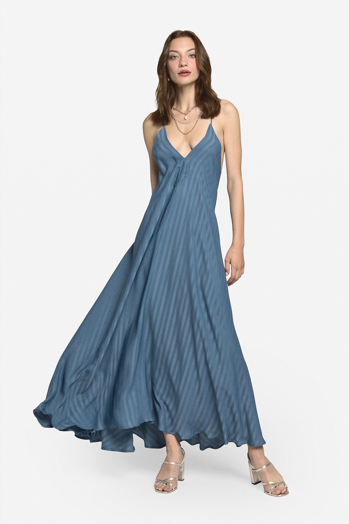 Fluid and flared long dress