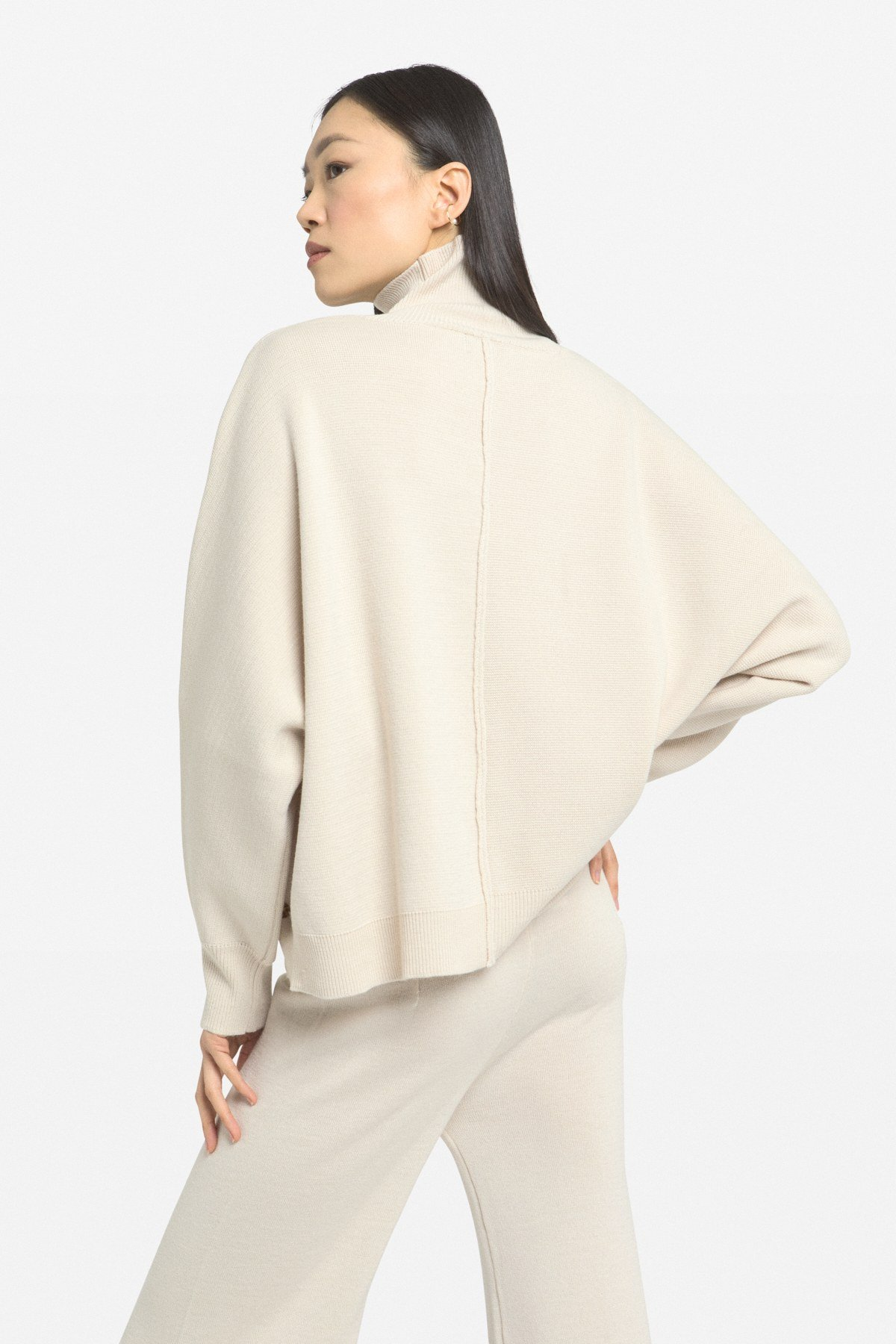 Flared wool blend pull